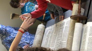 Torah Feather Kids